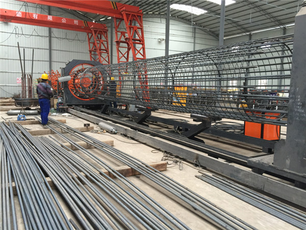 Lavet i Kina Enkel betjening Holdbar og robust Kvalitetssikring stålbjælkebagsvejsemaskine og forstærkende burefremstilling